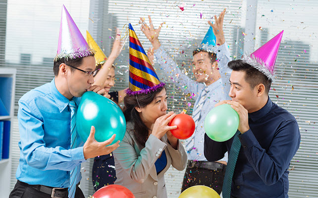 Creative Ways to Celebrate Your Office Colleague's Birthday with balloons